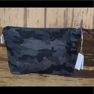 cf7e98cbf7 ... Quilted koala small camo makeup bag ...